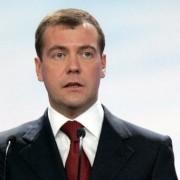 Медведев призвал полностью запретить рекламу табака