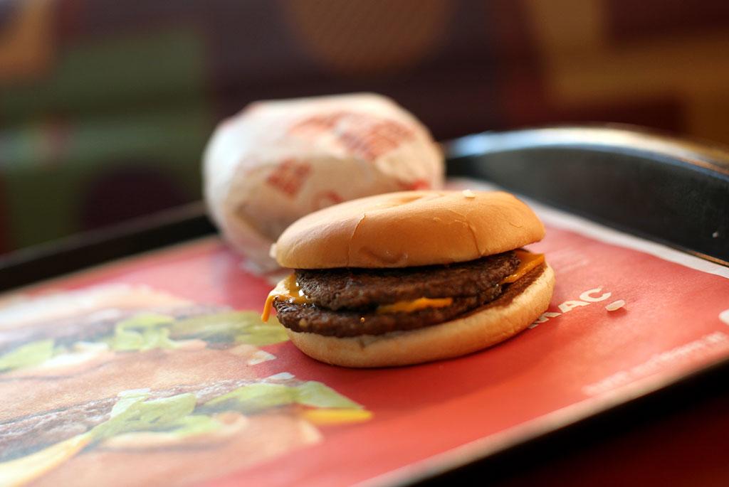 Россельхознадзор ищет антибиотики в сырах для McDonald's