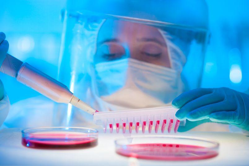 Российские ученые могут получить результаты испытаний вакцин от вируса Эбола одними из первых