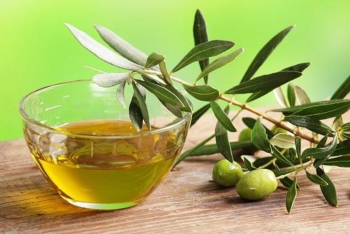 Оливковое масло против шрамов и угревой сыпи