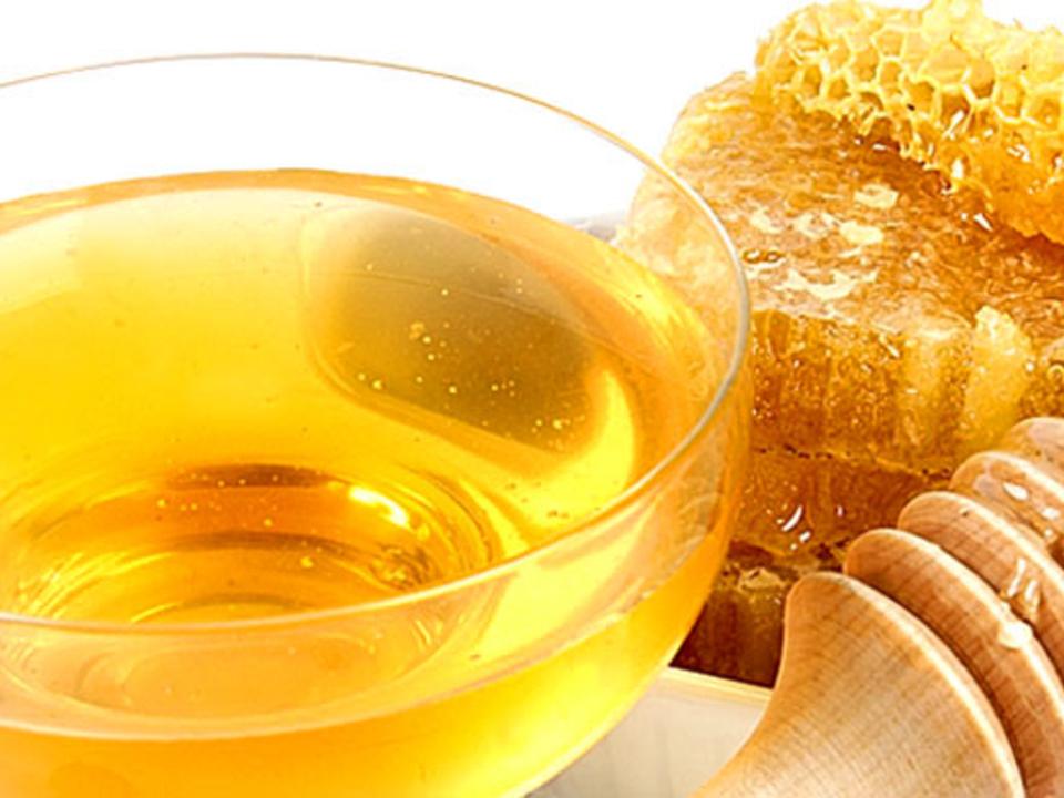 Мед назвали наиболее эффективным средством против кашля