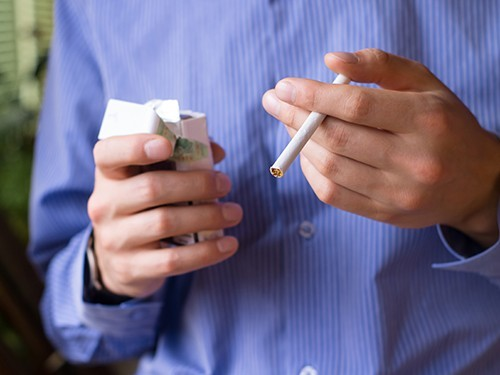 Только 15% москвичей, обратившихся в медкабинеты по отказу от курения, бросают курить