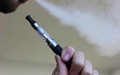 В США запретили продажу электронных сигарет подросткам