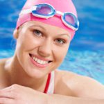 Плавание в контактных линзах грозит инфекцией