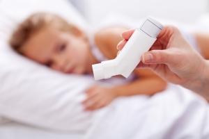 Риск астмы у детей повышается из-за вирусных инфекций