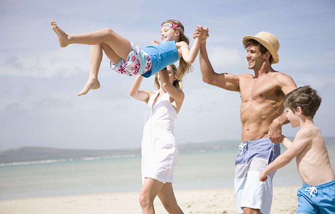 Отпуск: с семьей, друзьями или тещей?