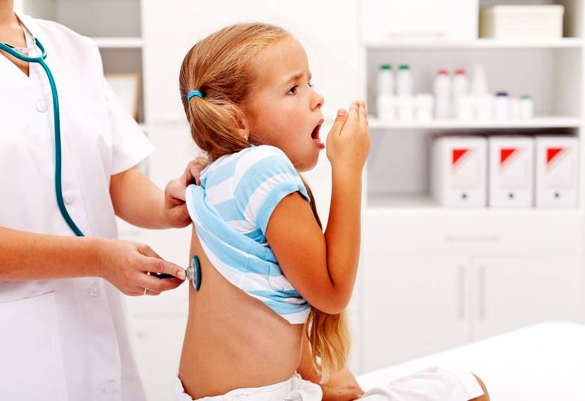 Что делать если кашель одолевает маленького ребенка