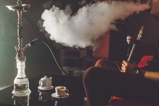 Курение кальянов и вейпов в общественных местах могут полностью запретить