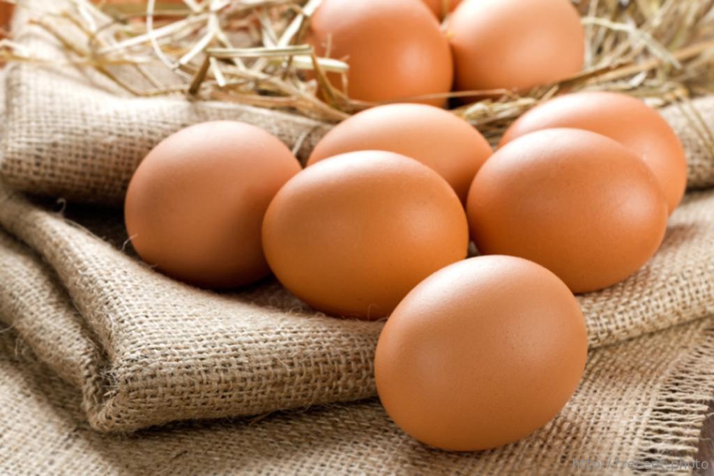 Диетологи: человек должен в сутки съедать два или даже три куриных яйца