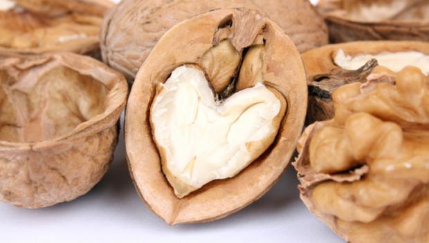 Арахис и грецкие орехи: польза для здоровья