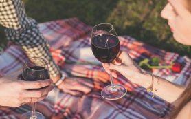 Красное вино назвали полезным для полости рта