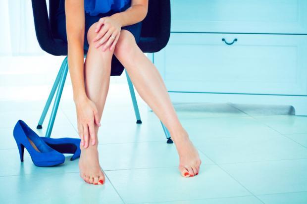 Почему болят ноги и в каких случаях необходимо немедленно обращаться к врачу