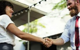 Названы болезни, которыми можно заразиться при рукопожатии