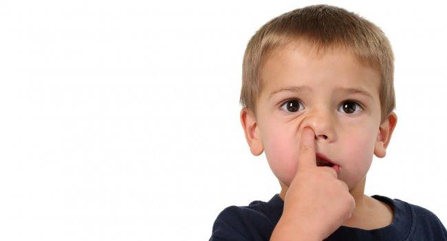 Почему ковыряться в носу опасно?