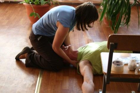 Что делать при судорогах — Оказание первой помощи