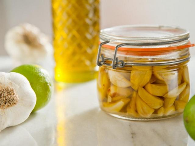 Оливковое масло с чесноком для лечения ушных инфекций