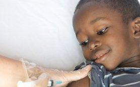 Первая в мире вакцина против малярии поможет спасти десятки тысяч детских жизней