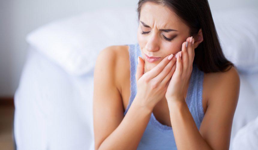 Острая зубная боль — какие могут быть причины и что делать