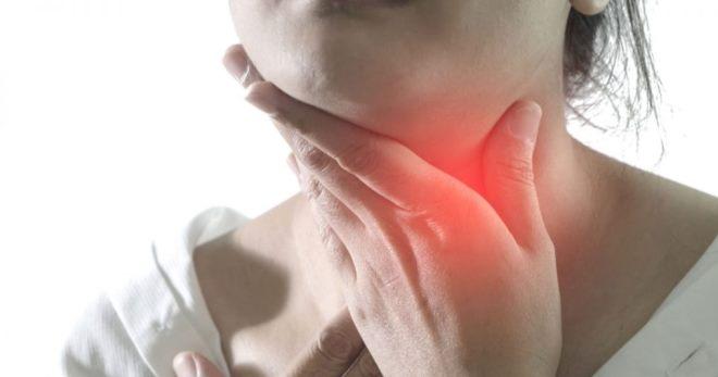 Болит ли горло при коронавирусе и как понять, что COVID-19 попал в организм?