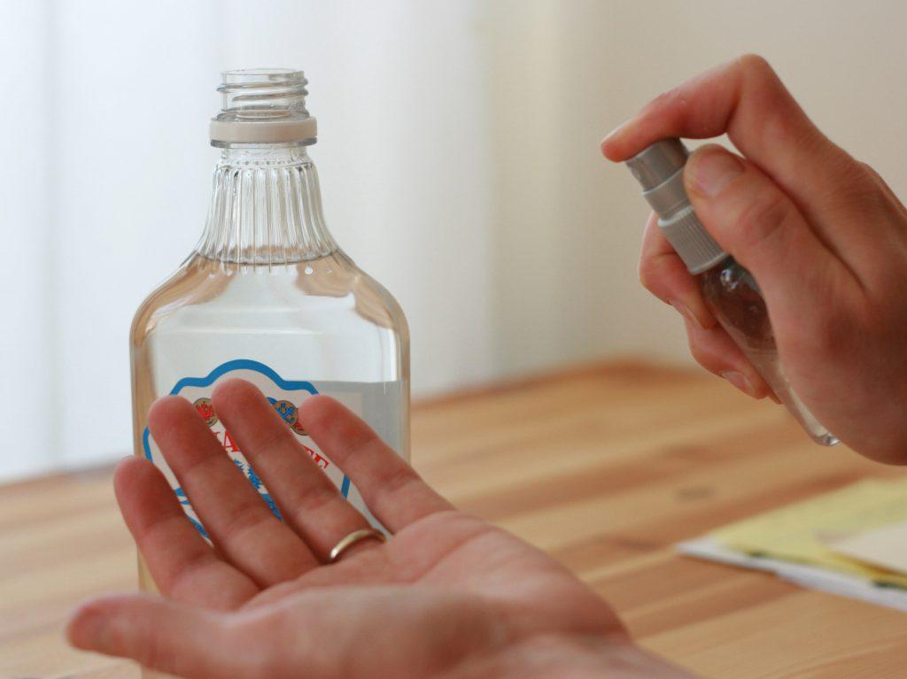 Санитайзер: что это такое и почему его нельзя заменить водкой или спиртом?