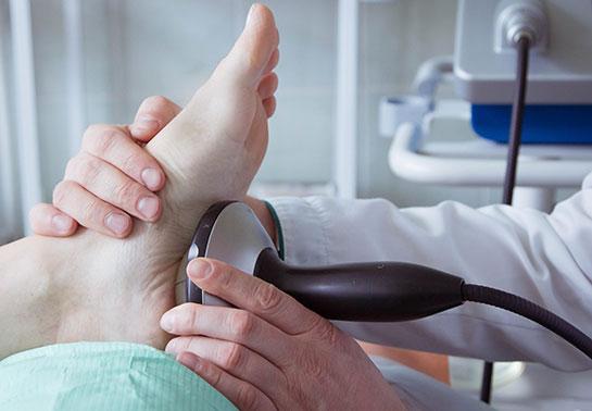 «Ударим по боли» – ударно-волновая терапия в лечении заболеваний и последствий травм